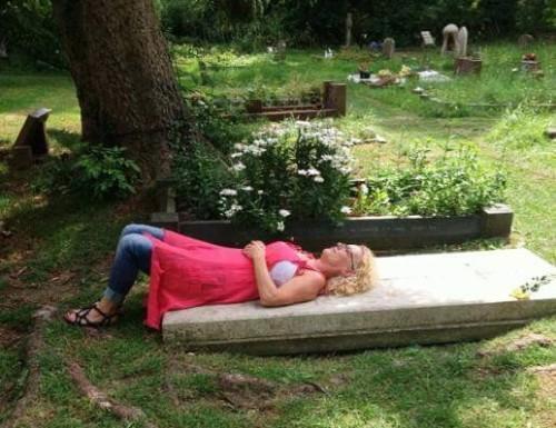 gravesucking